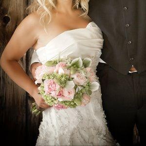 ALLURE BRIDALS ❤️ EUC Ivory Wedding Dress BUSTLED!